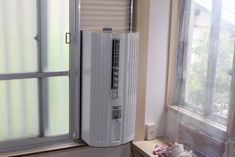 窓付けエアコンクリーニング